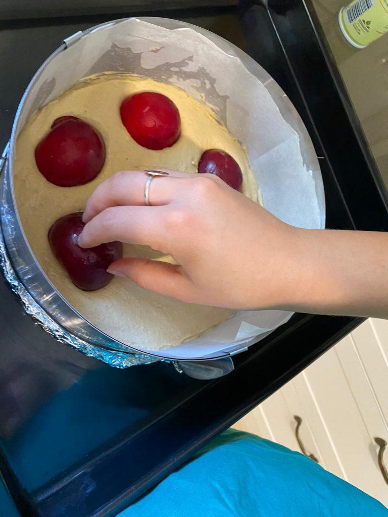 עוגת שזיפים - שרון קטני 1